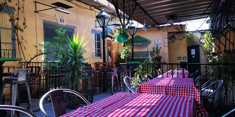 Terrace of the restaurant Le café du louvre